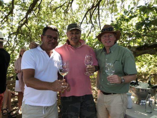 Fantastiskt besök hos Hartenberg i Stellenbosch. Här med vinmakaren Carl Schultz samt min guide Richard Hilton