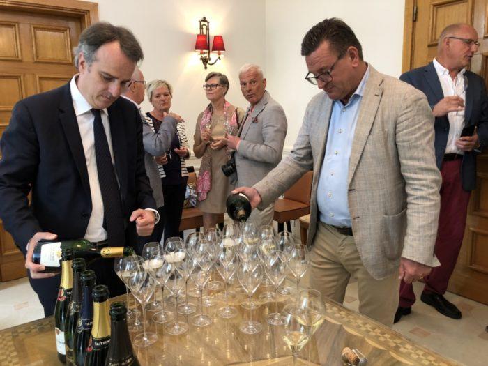 upphällning tillsammans med Jean-Pierre på Taittinger av resans godaste Champagne: 2006 Comtes de Champagne!!