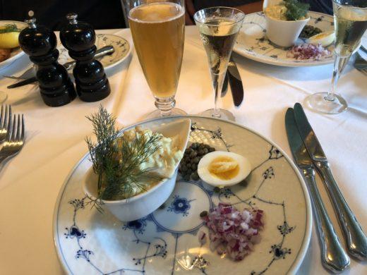 En vacker syn.. carrysild på Sankt Annae i Köpenhamn med ett glas pilsner och en stadig Jubileums Akvavit