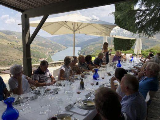 Fin lunch på Quinta do Crasto på deras ljuvliga terrass. Vi bjöds på b.l.a deras 2015 Reserva, 2015 Tinta Roriz samt 2012 Vinha do Ponte
