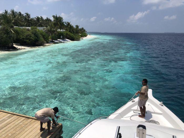 På väg ut med båt på ett av mina sju dyk på Dhigali - Maldiverna