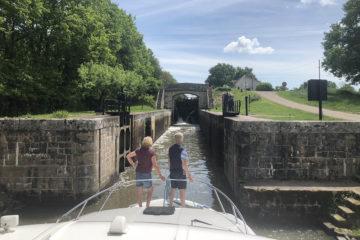På kanelen på kanalen i Bourgogne